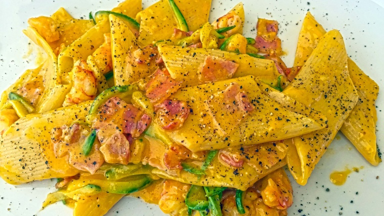 Fish carbonara with prawns, bacon and courgettes, easy Italian recipes at home
