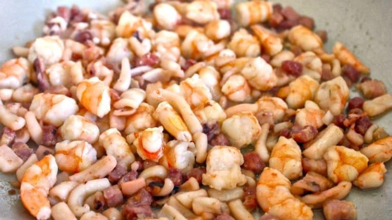 Fish dressing with shrimp, squid and smoked bacon, shrimp carbonara pasta recipe