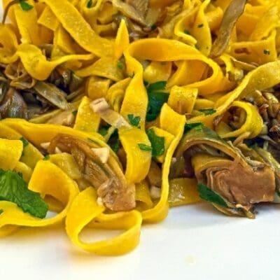 Tagliatelle ai carciofi: la ricetta perfetta. Ricette di primavera, pasta fresca