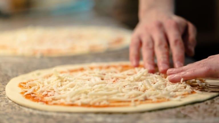 Pizza Margherita ricetta fatta in casa, come fare la pizza