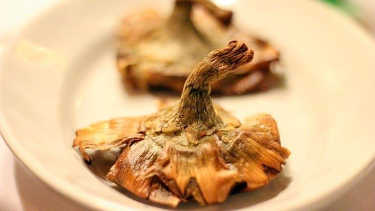 Carciofi alla giudia, carciofi fritti, cucina romana, ricetta romana