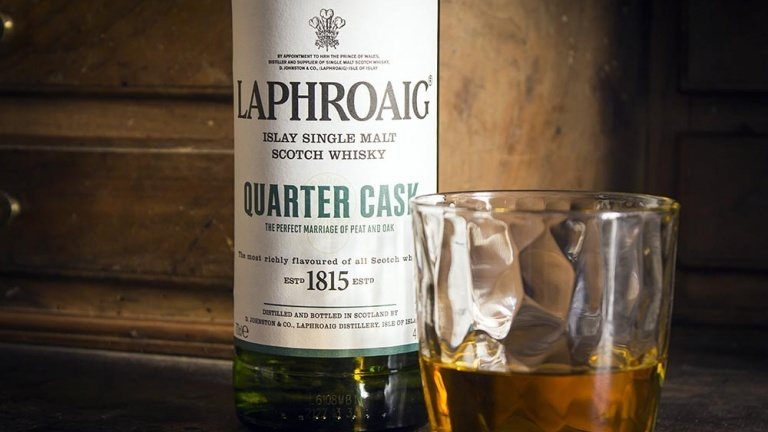 Laphroaig quarter cask bottle and glass, tasting notes of a great Scotch whiskey