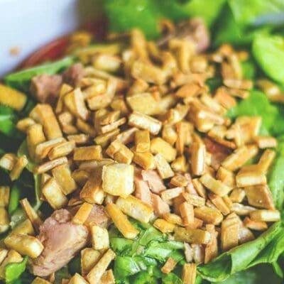 Insalata con tofu e tonno: la ricetta proteica per sviluppare la massa muscolare di Hulk