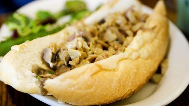 Cheesesteak vegan: la ricetta per fare il panino vegano definitivo!
