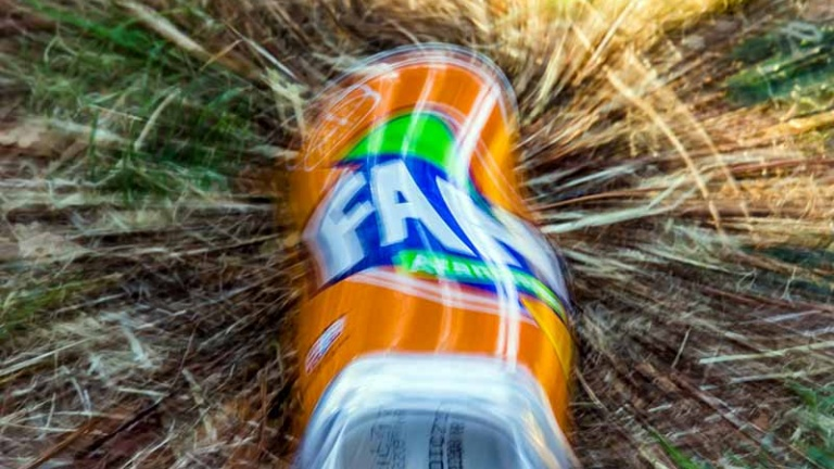 Lattina di Fanta, bevande zuccherate causano diabete e obesità nei bambini