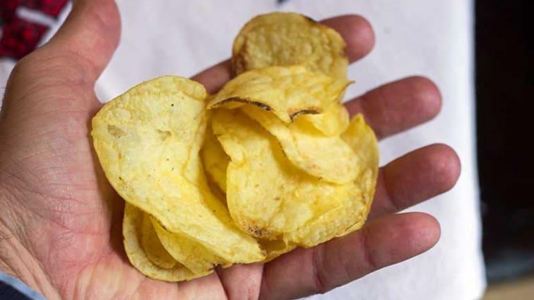 Patatine fritte, fette biscottate, chips, crocchette fritto causano il cancro