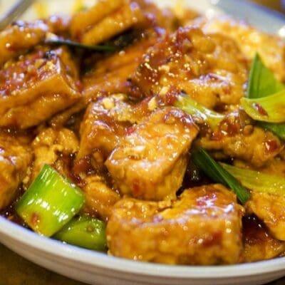 Ricettario fitness vegetariano  stufato di tofu piccante con cipollotti e pepe