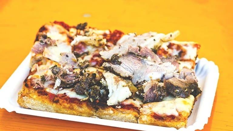 Pizza con porchetta di Bonci, la migliore pizzetta d'Italia, street food