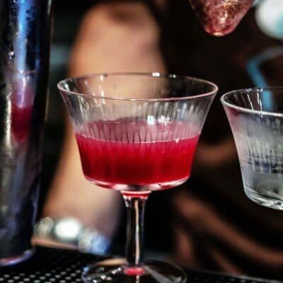 Daiquiri all'uva fragola cocktail, le migliori ricette cocktail per fare aperitivi leggeri alla frutta e rum