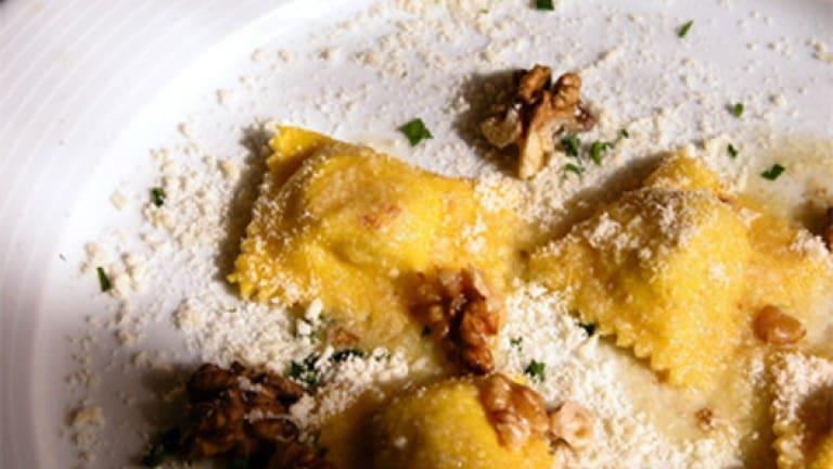 Tortelloni ai funghi porcini di Borgotaro con culaccia e noci, ricetta gourmet
