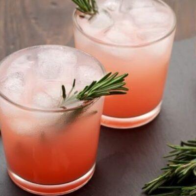 Cocktail Palomino con grappa, pompelmo, limoncello, cetriolo pompelmo