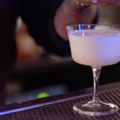 Sambuca Colada cocktail con sambuca vodka liquore cinico crema di cocco ananas