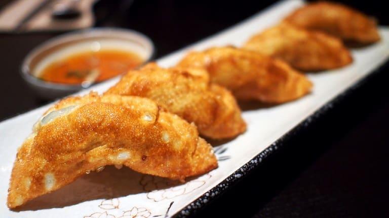 Foto di ricetta ravioli cinesi coreani fritti con maiale e zenzero. Cibo cinese