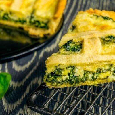 Torta salata di spinaci e formaggio Squacquerone, ricette facili e veloci