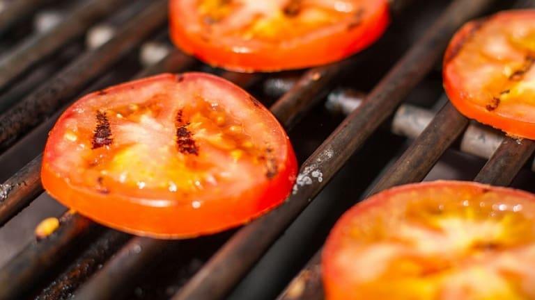 Pomodori alla griglia. Come cuocere i pomodori. Grigliata vegetariana