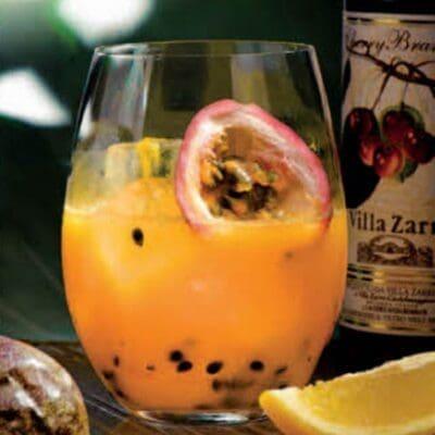 Cherry brandy sour cocktail estivo, Ricette cocktail di frutta fresca e brandy