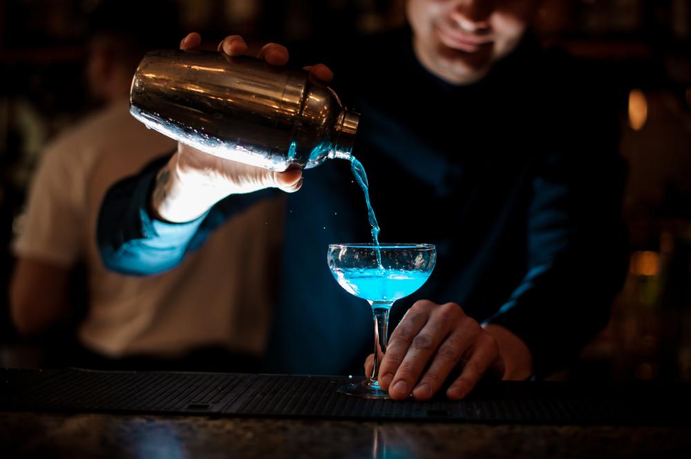 Bomba Blu cocktail ricetta originale con gin e triple sec