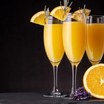 Cocktail Mimosa, succo di arancia e Champagne. Ricetta cocktail facile e veloce per fare aperitivo leggero ed elegante