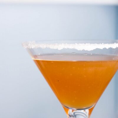Cocktail Sidecar, cocktail con Cognac, triple sec limone e zucchero. Ricetta top