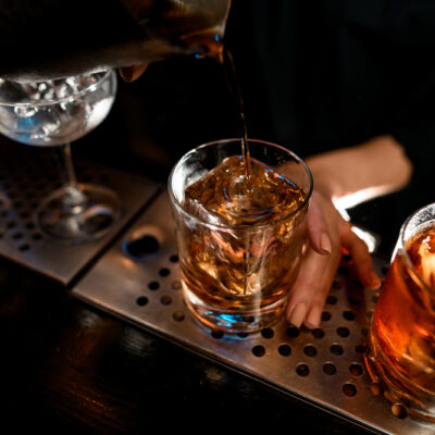 East India cocktail ricetta originale con Cognac, curacao, maraschino angostura per fare aperitivo alcolico e speziato