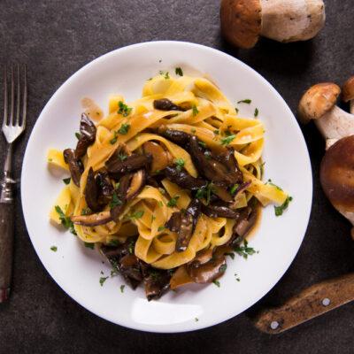 Tagliatelle ai funghi misti ricetta facile e veloce, pasta fresca